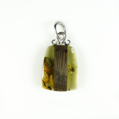 /507-715-thickbox/black-oak-and-green-amber-pendant.jpg